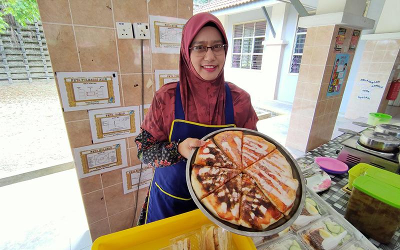 Mini Pizza Muslim dan Tender Kantin Sekolah